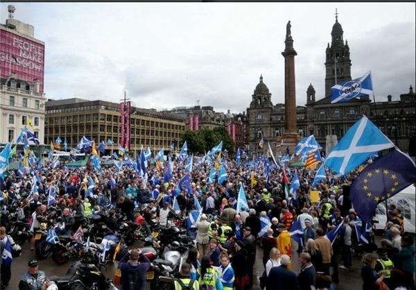 تظاهرات هزاران نفری در اسکاتلند برای استقلال این منطقه از انگلس